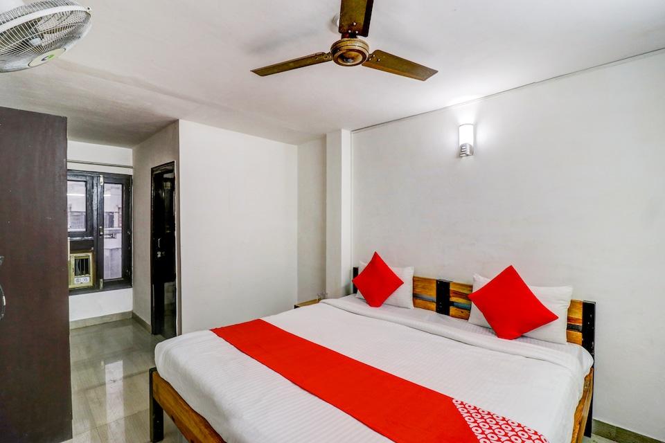 OYO 66434 Hotel Dhruv Inn