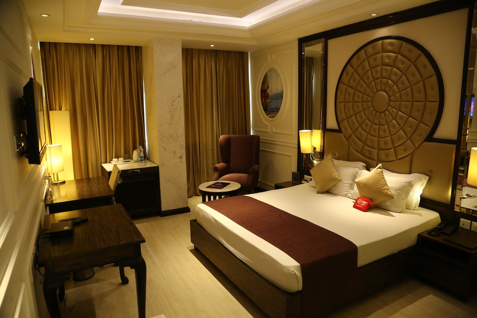 OYO 857 The First Hotel