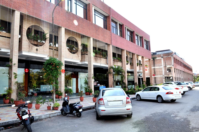 OYO 5439 Hotel Shiraaz -1
