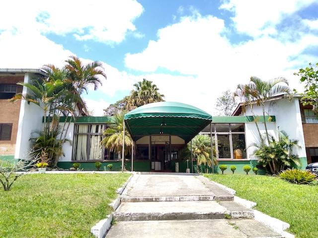 OYO Del Verde Hotel