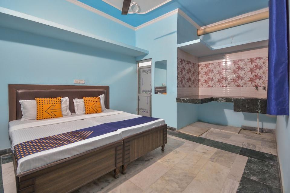 SPOT ON 66570 Dhiman Residency