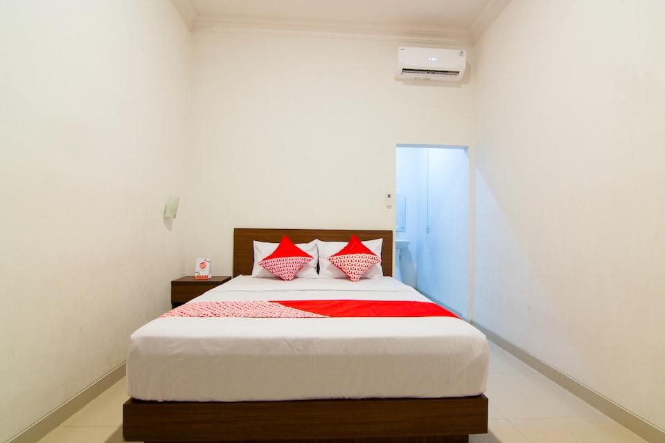 OYO 2421 Joglo Guest House Syariah
