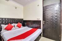 OYO 66664 Hotel Aarti Palace
