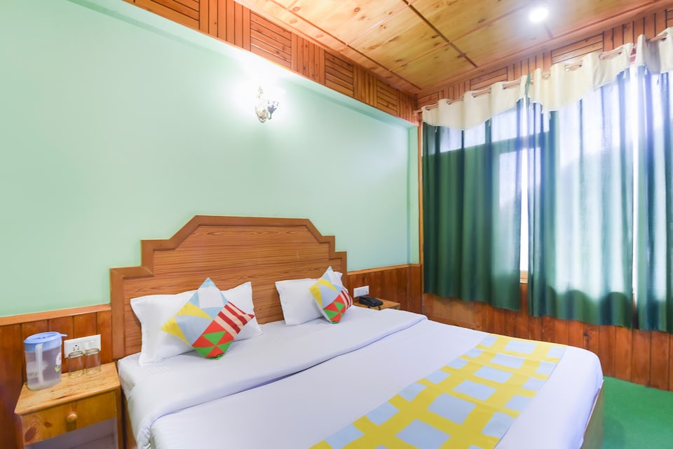 OYO Home 66692 Luxury Wooden Cottage Manali