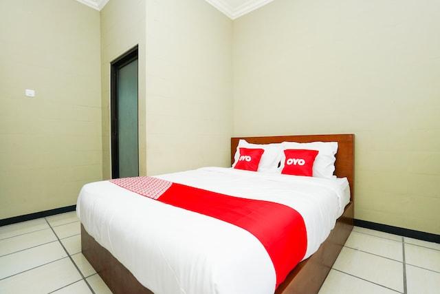 OYO 2493 Lotus Hotel Syariah