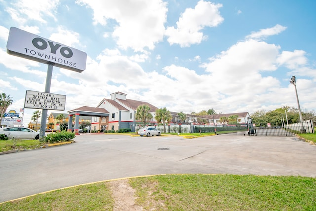 OYO Townhouse Houston North Freeway
