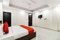OYO 67019 Jps Green Hotels