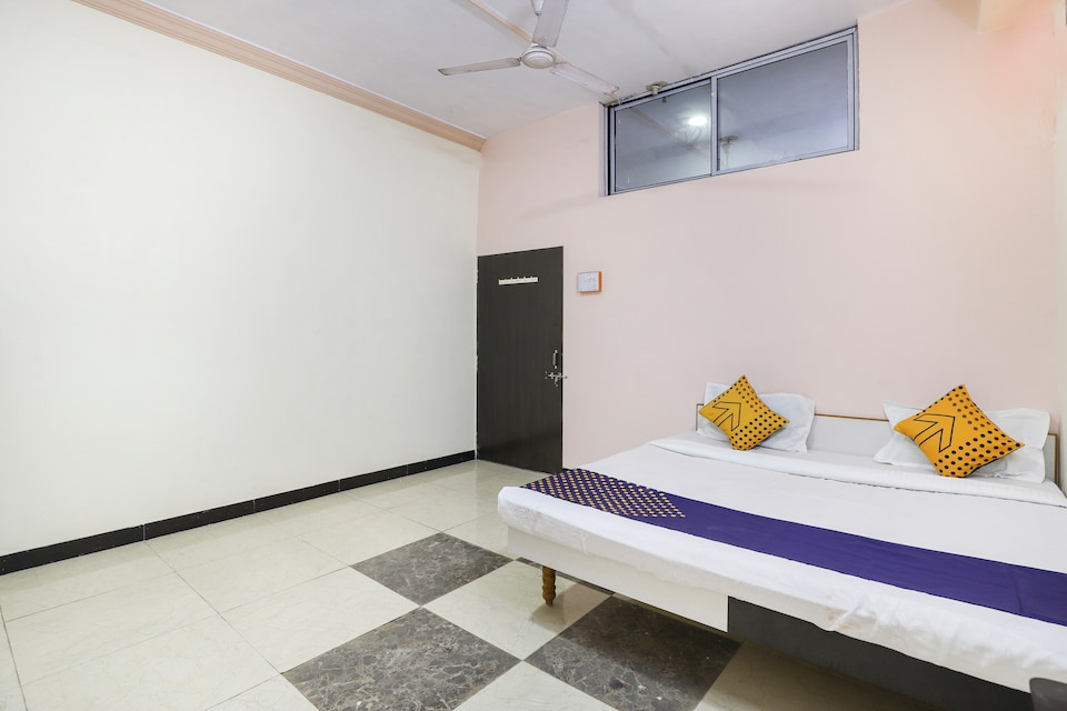 SPOT ON 67044 Hotel Kuber Guest House