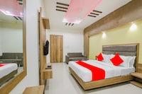 OYO 67127 Hotel Surya Palace