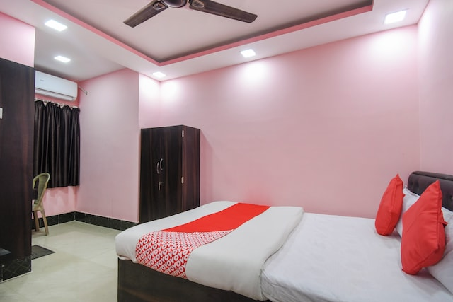 OYO 67168 Regal Guest House Deluxe