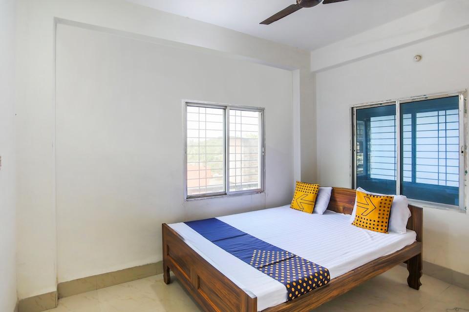 SPOT ON 67426 Giri Govardhan Guest House