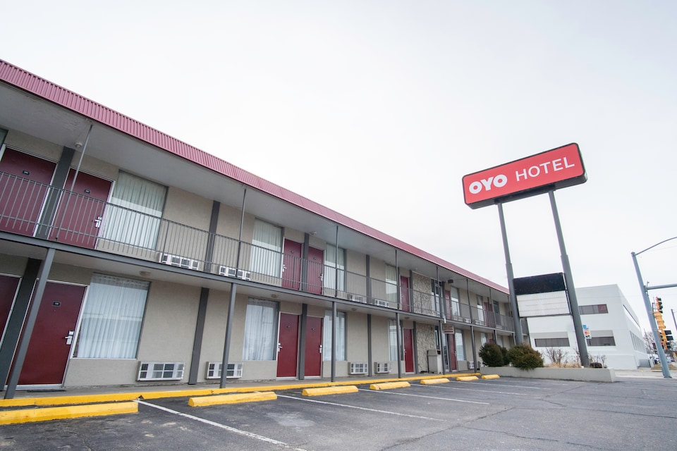 OYO Hotel Hutchinson KS West 4th Ave