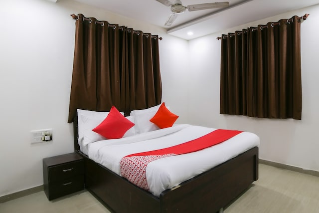 OYO 67503 Hotel Premium