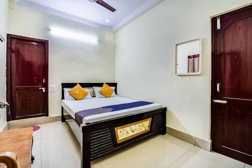 SPOT ON 67751 Sri Surya Lodge