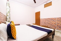 SPOT ON 67760 Pahwa Hotel