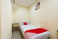 OYO 89717 Budget Star Hotel