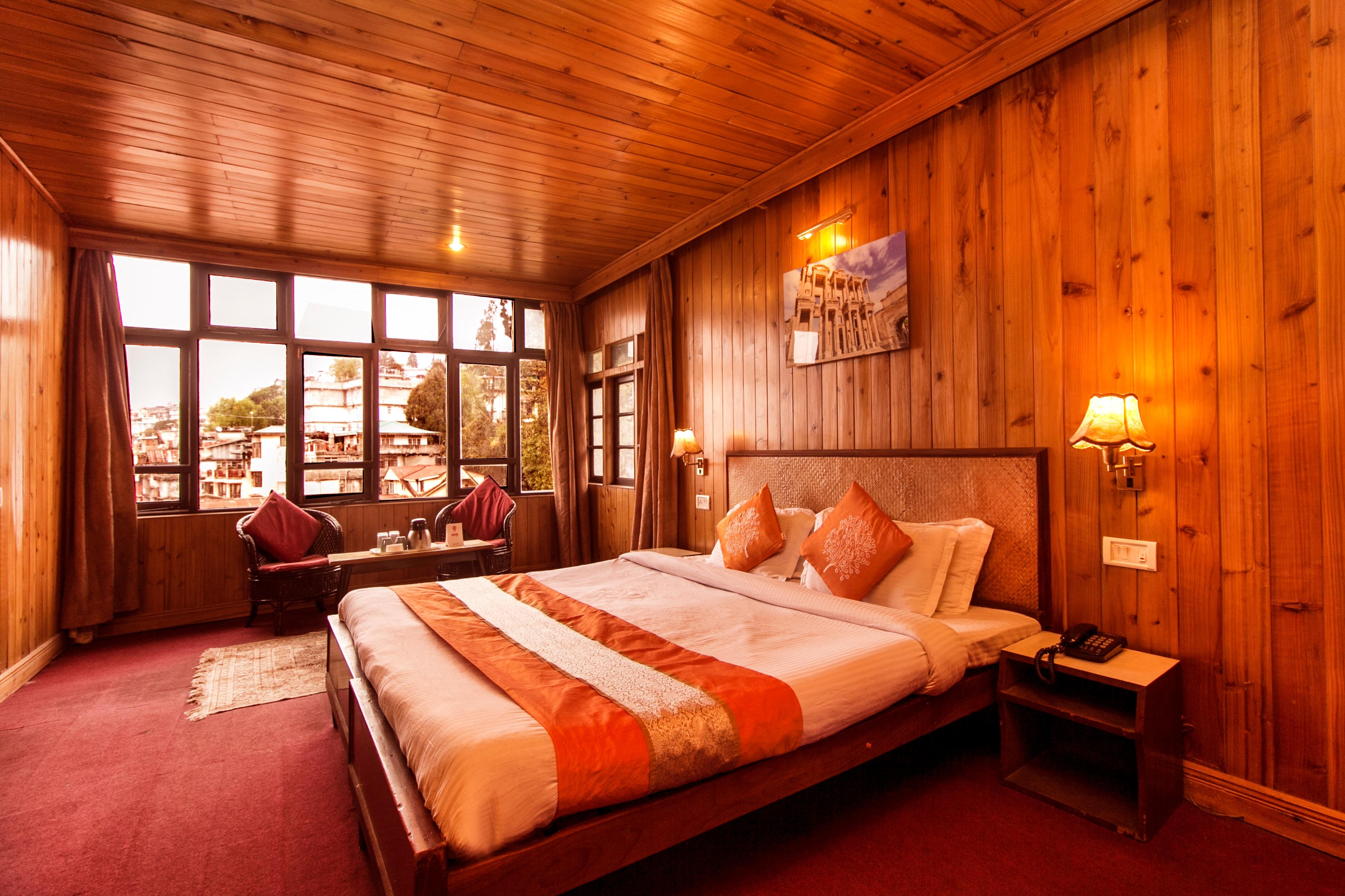 OYO 5570 Hotel Pradhan