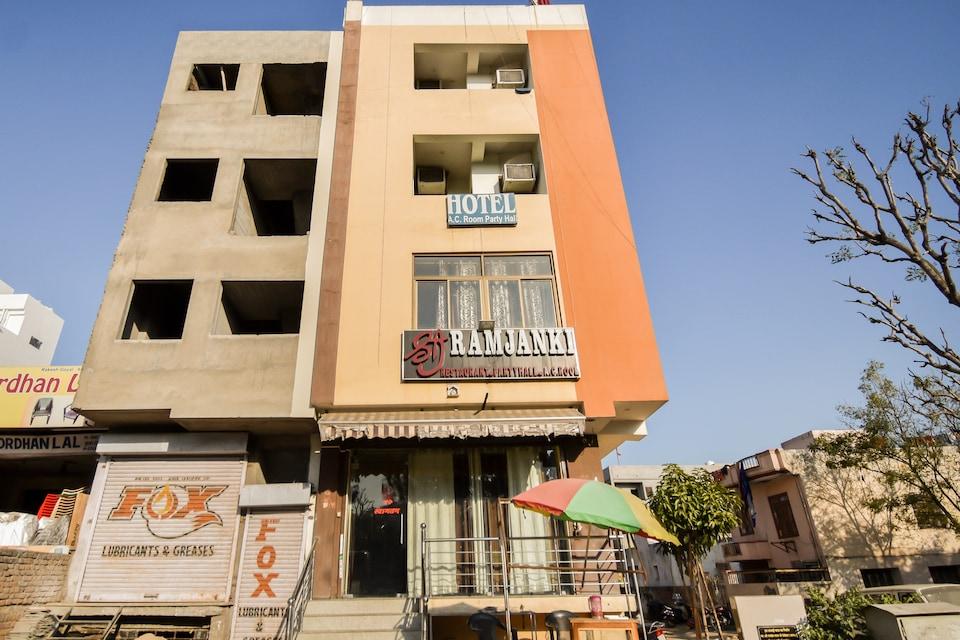 OYO 67902 Shri Ram Janki Hotel