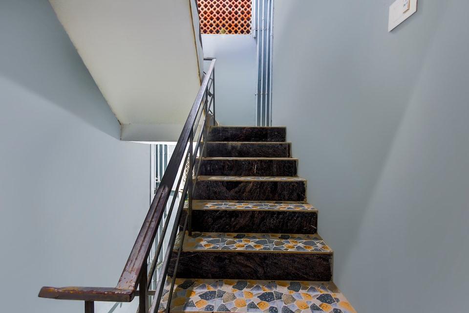 OYO 67954 Hotel Mariya Park