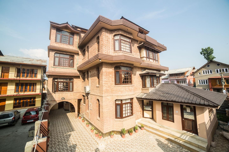 OYO 5582 Master Residency Facade-1