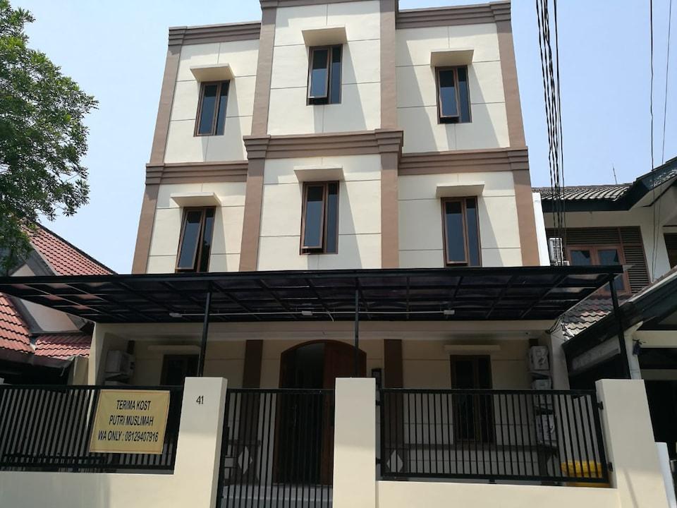 OYO Life 2594 Kost Azarina Syariah, Bintaro, South Tangerang
