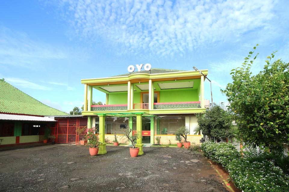 OYO 2596 Homestay Hj. Suharti