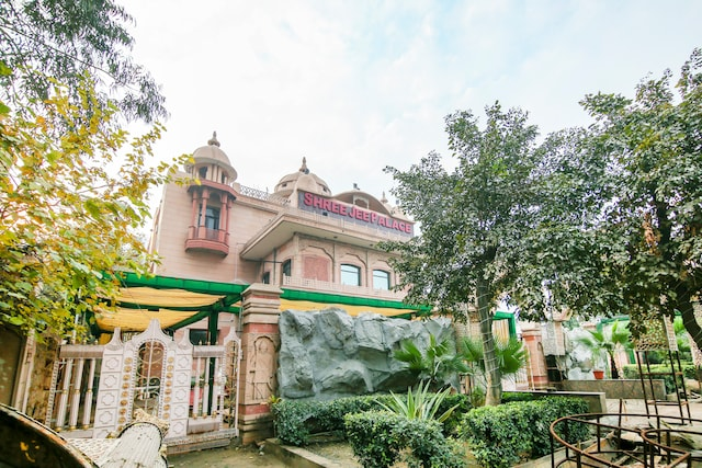 Capital O 68148 Hotel Shree Jee Palace  Deluxe