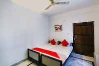 OYO 68262 Dreams Guest House