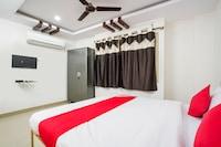 OYO 68404 Sa Thirumala Residency