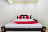 OYO 68631 Srikanya Residency