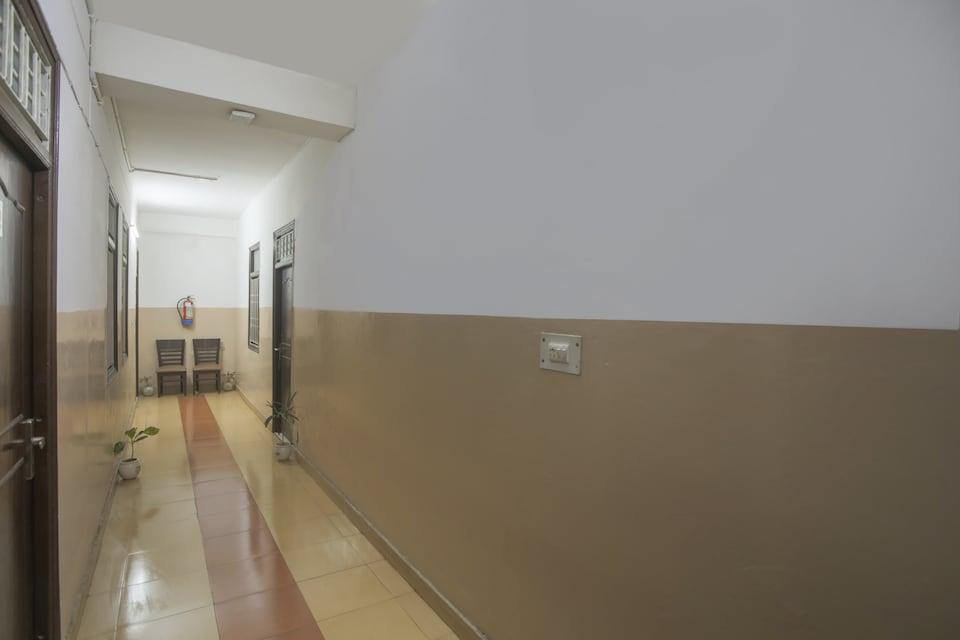 OYO 68672 Hotel Raghav
