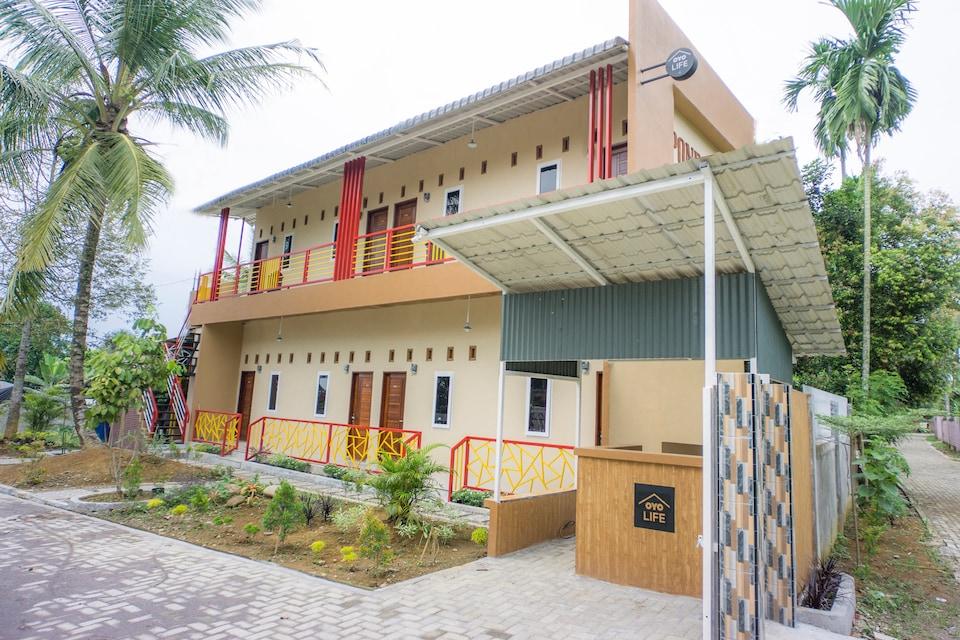 OYO Life 2739 Pondok Nadila