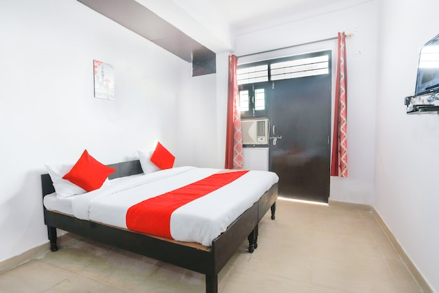 OYO 68697 Hindon Residency