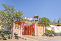 Capital O 68772 Kubergarh Resort Deluxe