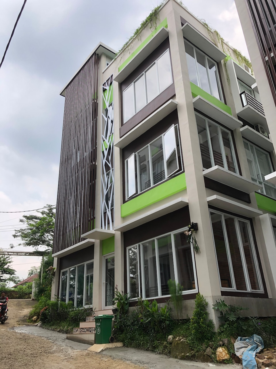 OYO Life 2767 The Green Student Village Tower A - C