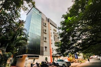 Capital O 68918 Sravya Grand Residency