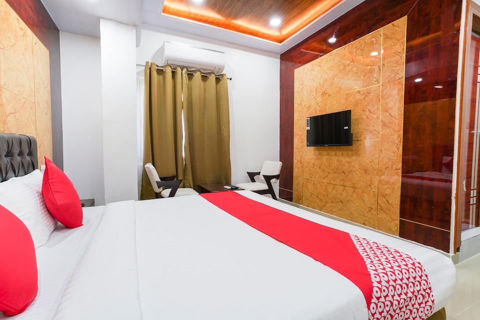 OYO 68943 Raghavendra Residency