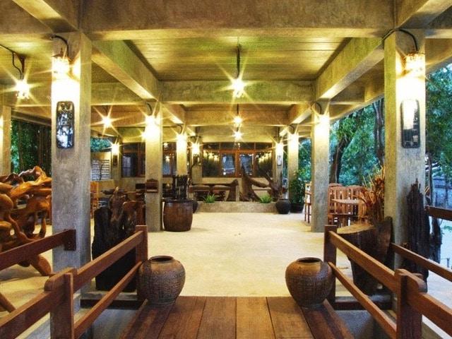 OYO 595 Mac Garden Resort