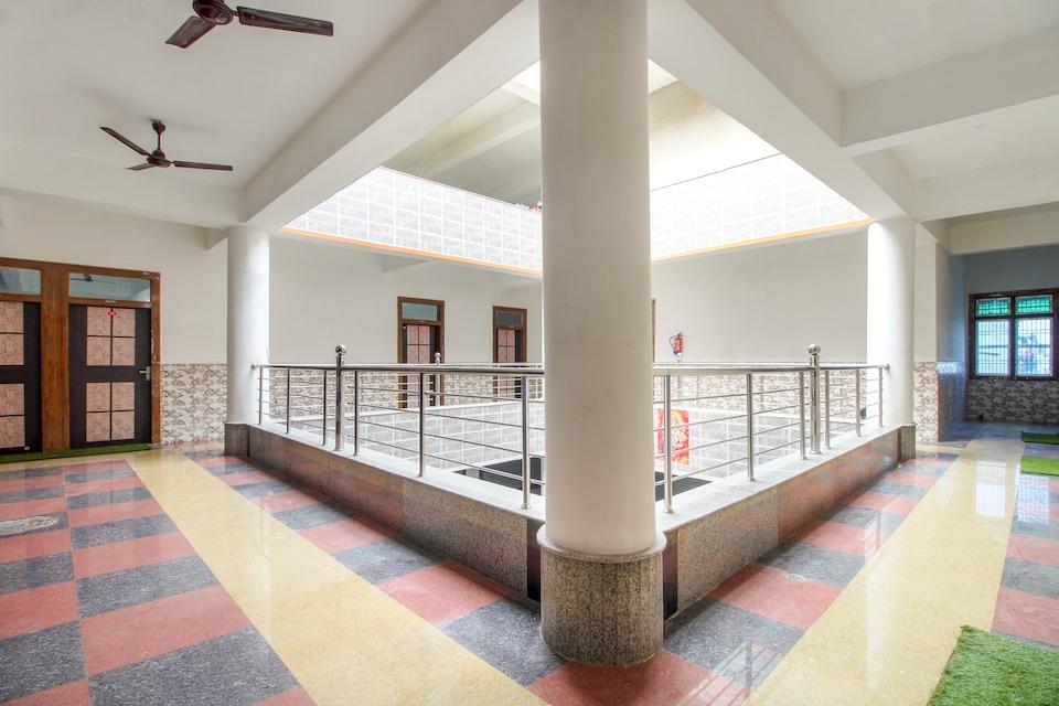 OYO 68974 Hotel Pratap Plaza