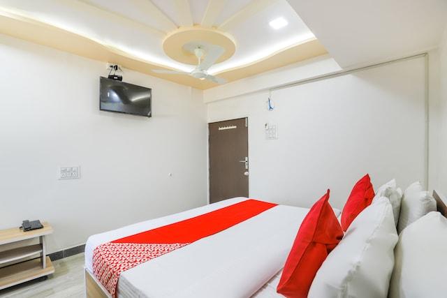 OYO 69018 Hotel Jet Inn