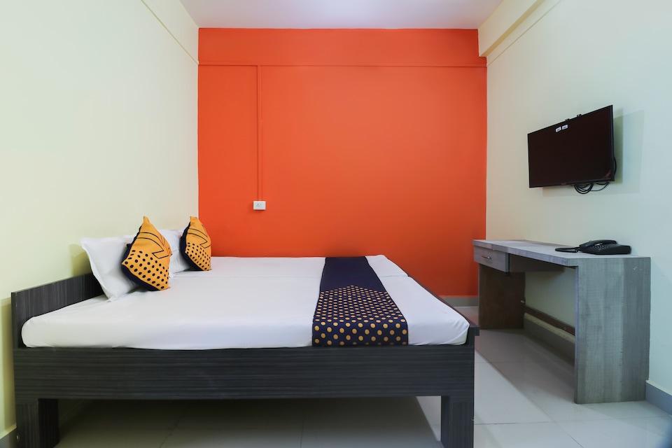 SPOT ON 69095 Hotel Ashtavinayak Lodge