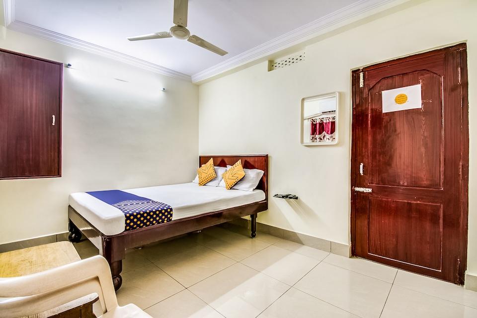 SPOT ON 69154 Hotel Traveller