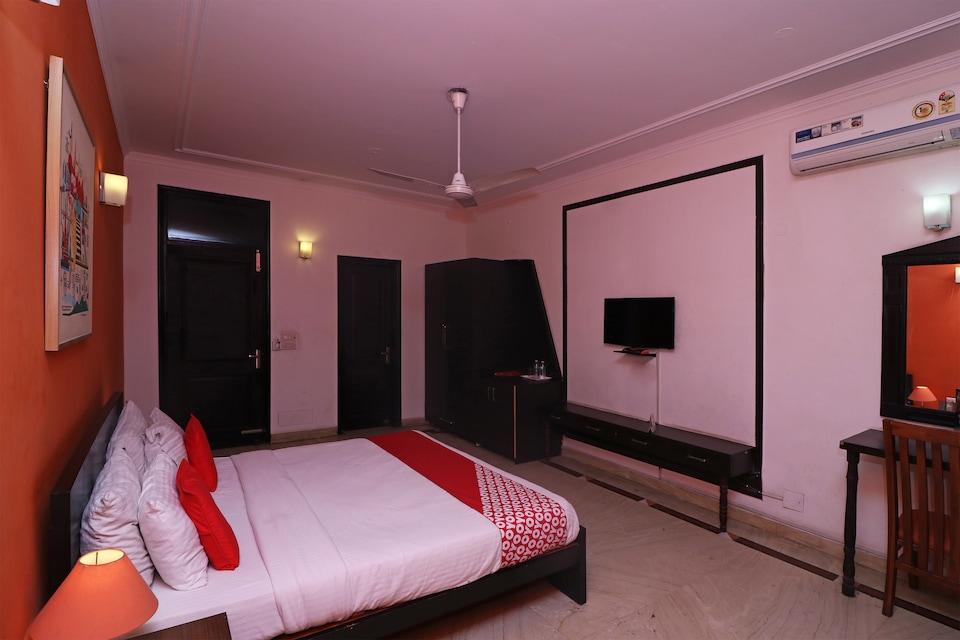 OYO 69171 Hotel Good Look