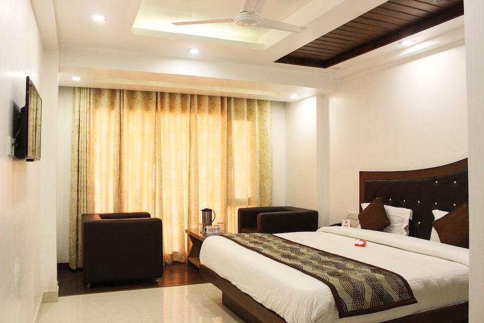 OYO 5681 Hotel New Bharat