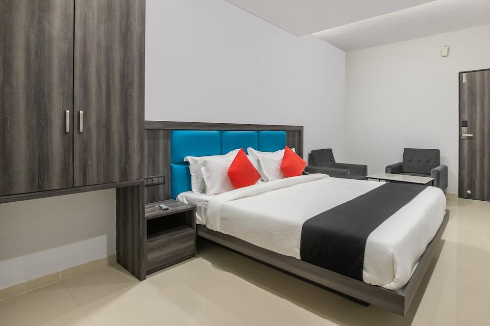 Capital O 69251 Hotel Citadel 2, Textile Market Surat, Surat