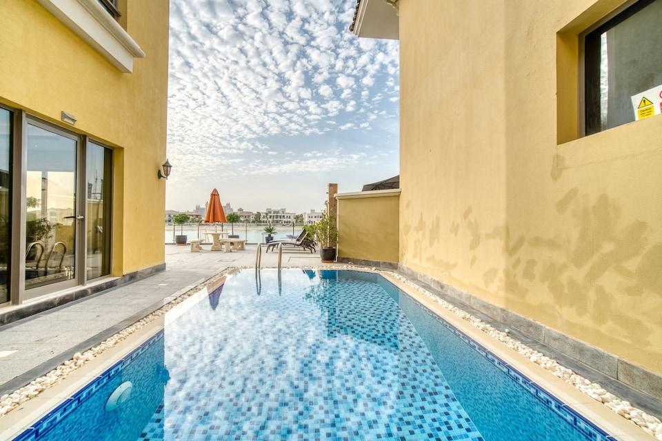 OYO 445 Home Palm Jumeirah Frond B Villa 5BR