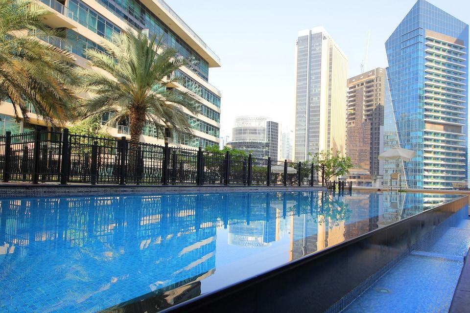 OYO 460 Home Marina Quays, 1BHK, Dubai Marina