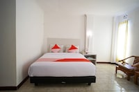 Capital O 2885 Hemra Hotel