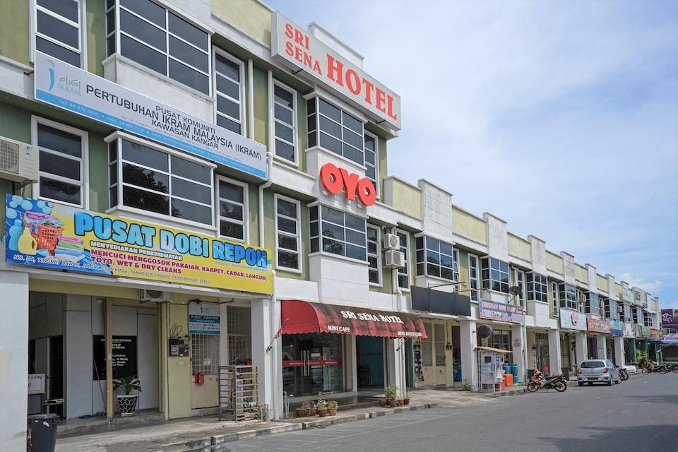 OYO 89831 Sri Sena Hotel