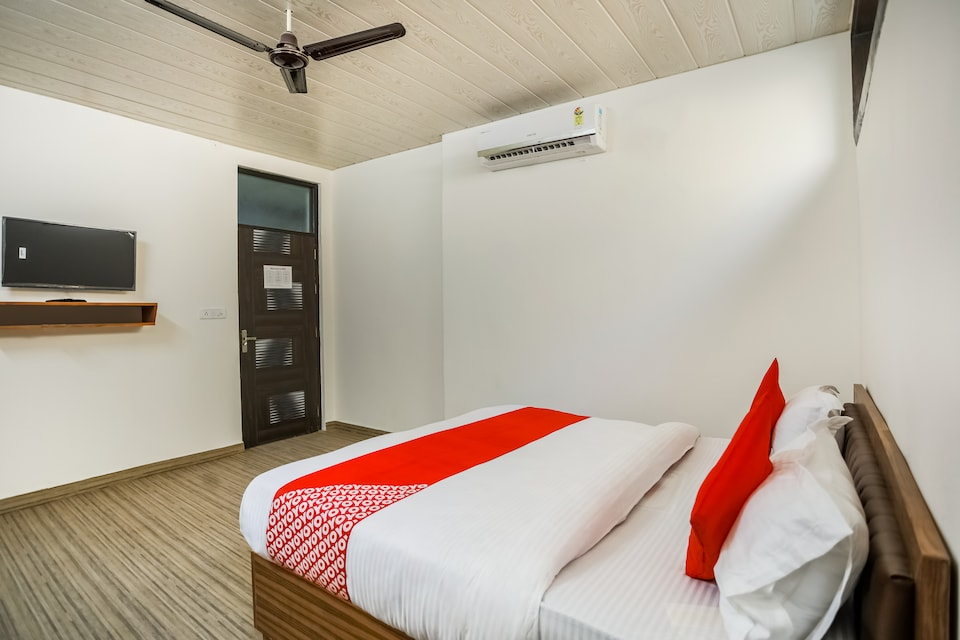 OYO 69330 Gk Guest House